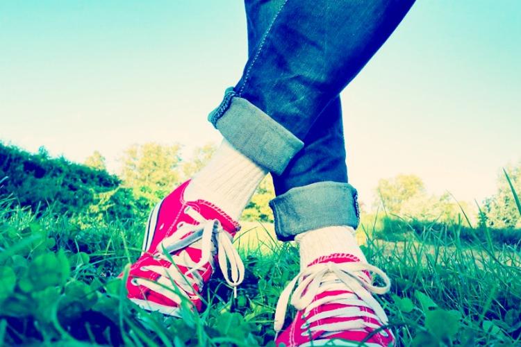 Soyez au top cet été avec une paire de sneakers colorées !